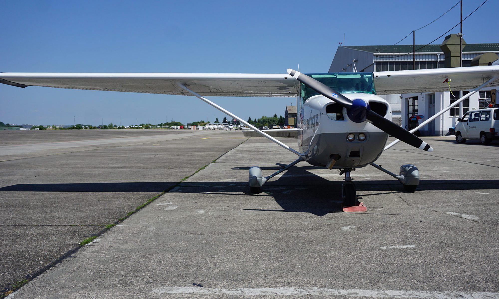 Bild von einem Flugzeug im Flughafen Lahr, erster Tag