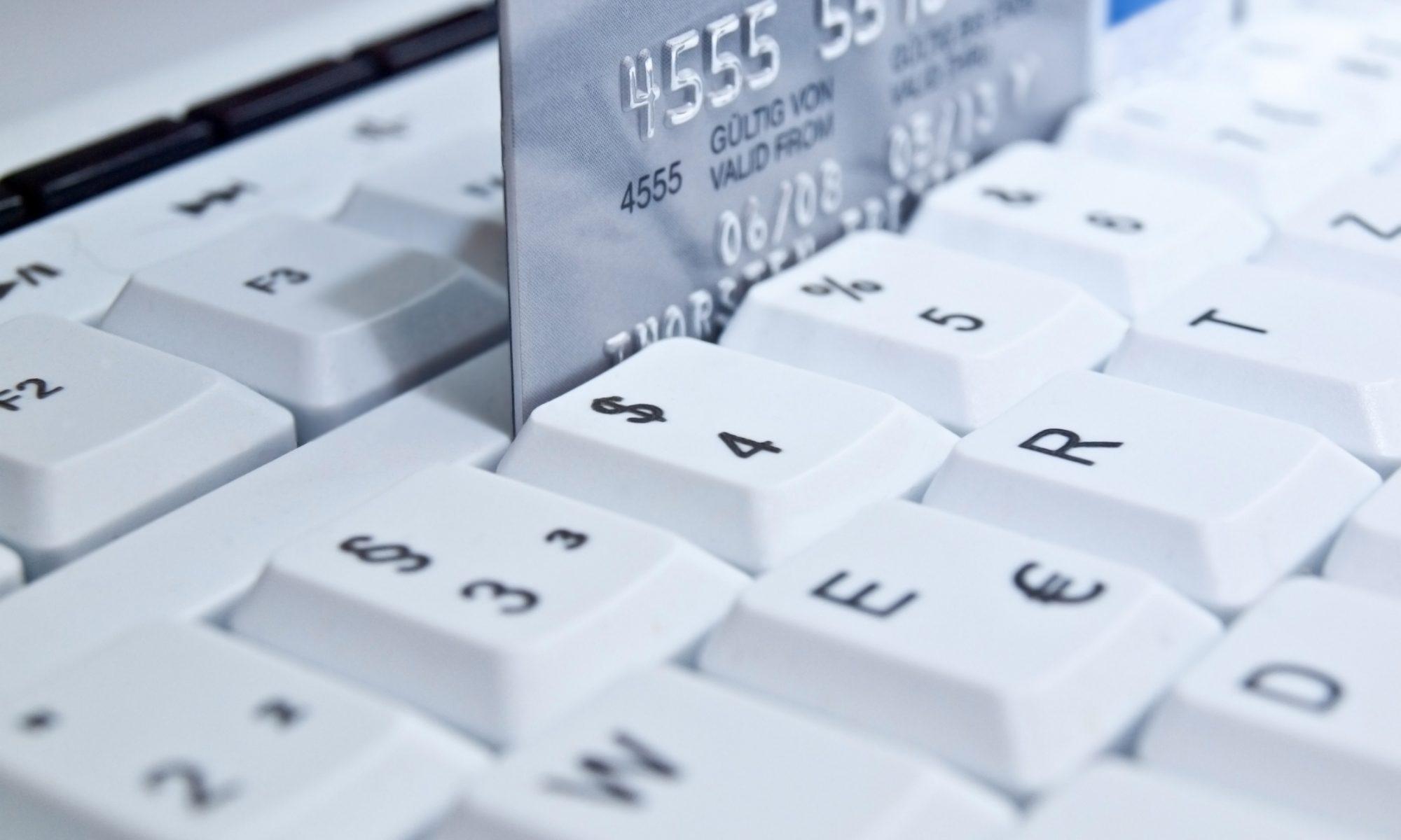 Symboldbild für Internetbanking und Homebanking, Tastatur und Kreditkarte sind abgebildet (Bildquelle: © fotokalle - Fotolia.com)