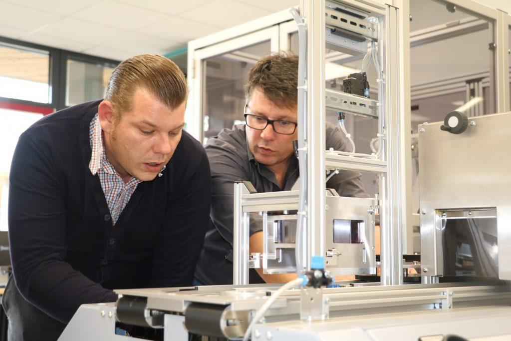 Foto von Markus Haigis und Heiko Käppel, v.l.n.r. (Bildquelle: Philipp-Matthäus-Hahn-Schule)